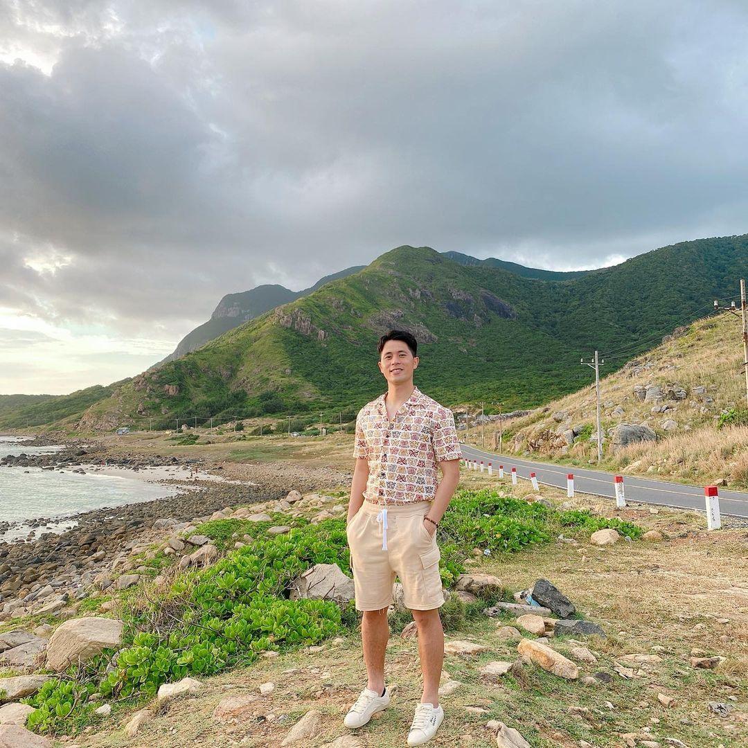 Đình Trọng trông y như như một travel blogger thứ thiệt