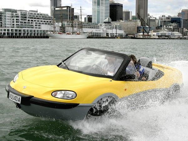 xe chạy dưới nước