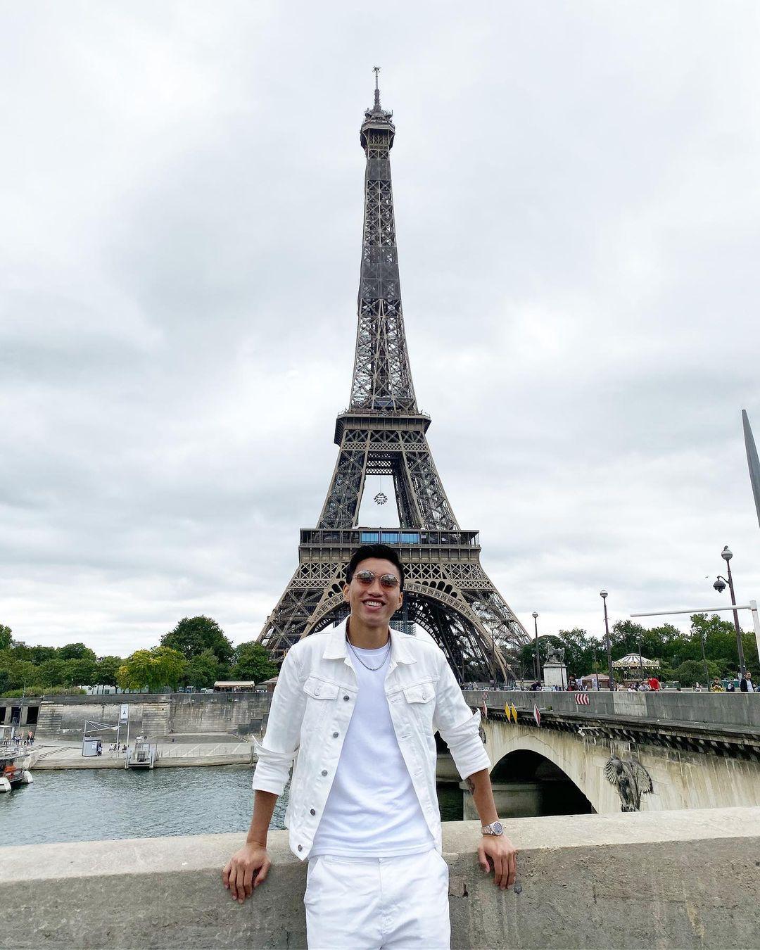 Đoàn Văn Hậu tại Paris