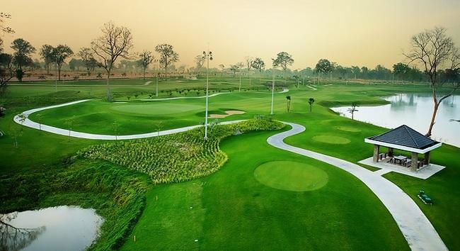 diện tích rộng lớn của sân golf long thành