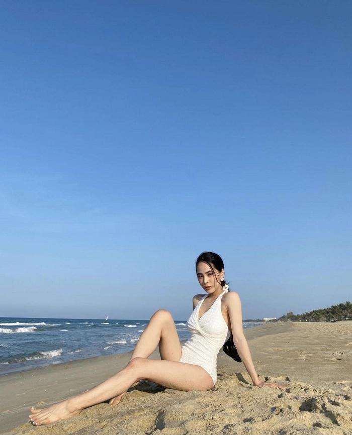 ca nương Kiều Anh đi biển