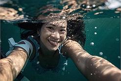 """Cô gái Việt với đam mê lặn sâu dưới làn nước, được ví như """"nàng tiên cá"""" từng thổ lộ: """"Mỗi khi đi biển, mình thấy như được về nhà"""""""