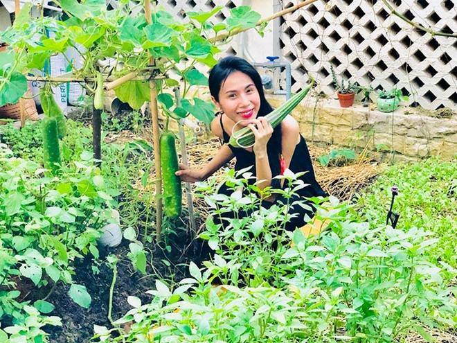 Thủy Tiên với vườn cây xanh