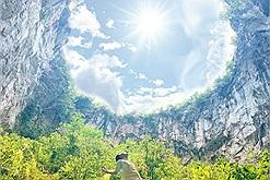 """Phát hiện hố sụt lớn nhất Hà Giang, chưa được khai phá lại còn tuyệt đẹp như """"chốn của Kong"""""""