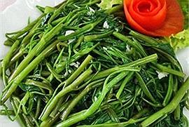Món ăn hàng ngày cho gia đình với rau muống