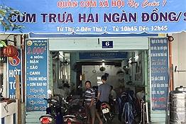 Cơm từ thiện được nấu 2000 suất tại thành phố Hồ Chí Minh mỗi ngày dành cho người hoàn cảnh khó khăn