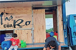 """Ông bố trẻ thiết kế """"quán cà phê di động"""" vừa đưa cả gia đình đi du lịch, vừa kinh doanh kiếm lời"""