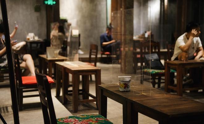 hàng quán Hà Nội sau khi được mở cửa