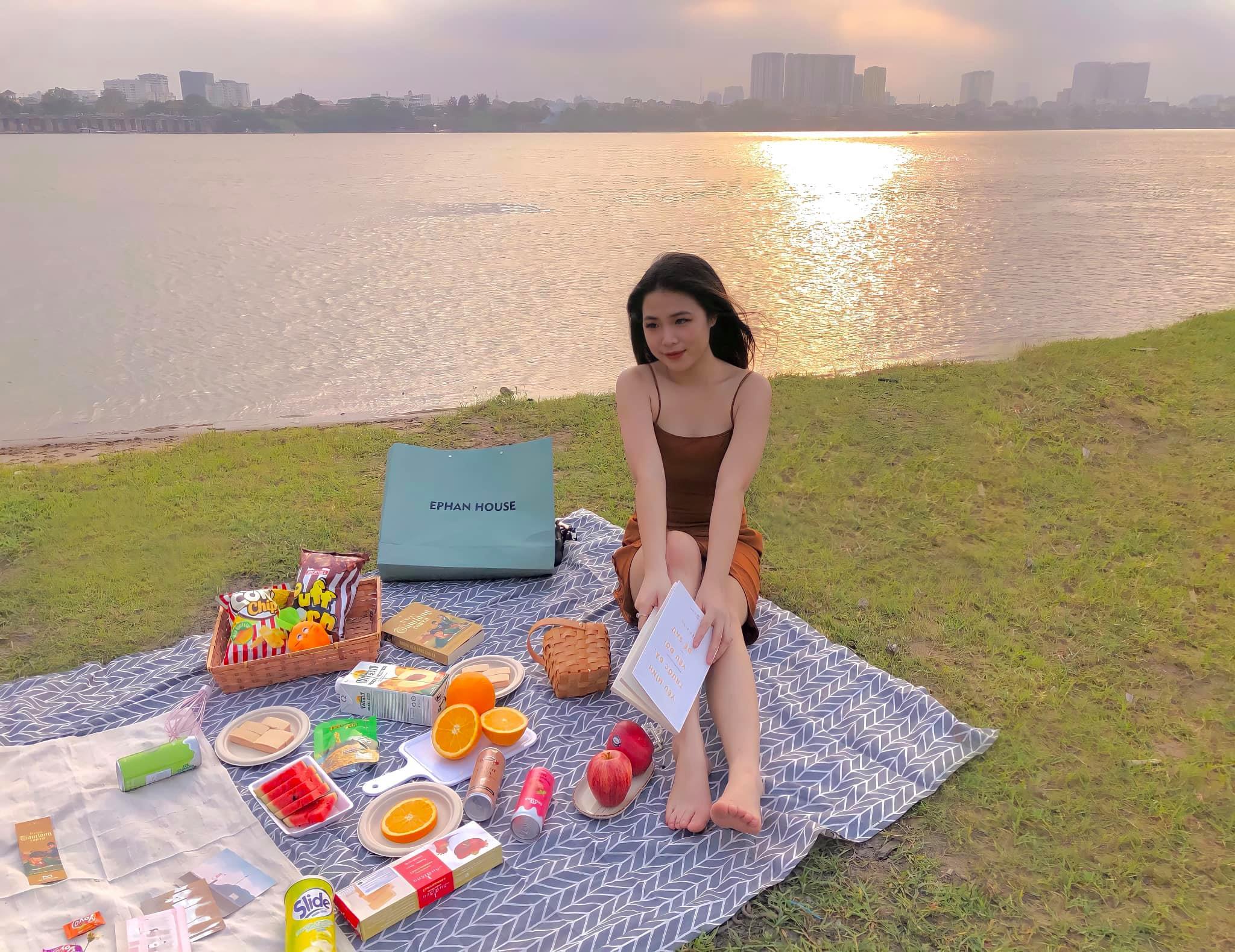 bãi cắm trại dưới chân cầu Vĩnh Tuy