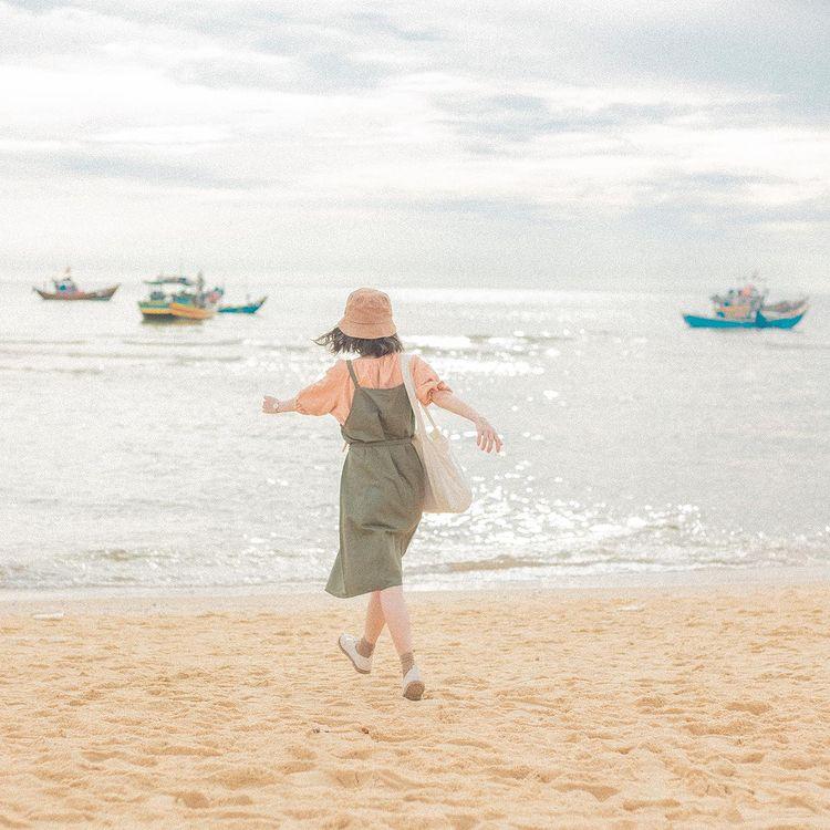 mix match theo phong cách vintage của travel blogger Hoài Thương