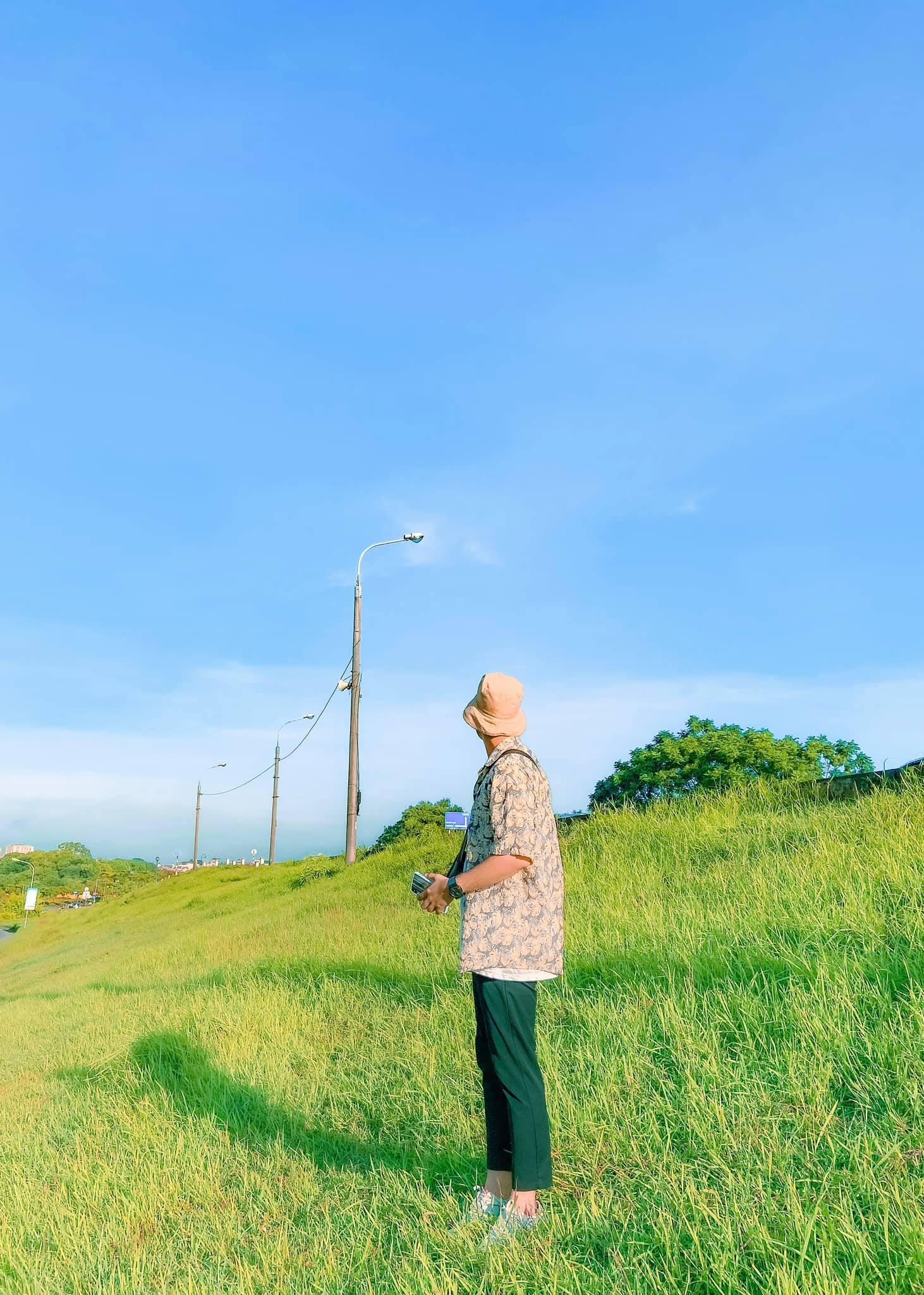 triền cỏ xanh như phim anime Nhật Bản ở gần Hà Nội