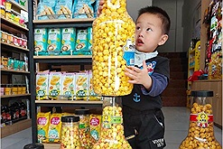 Bỏng ngô khổng lồ và bim bim Doraemon - món ăn vặt hot nhất hiện nay đang gây sức hút phi thường