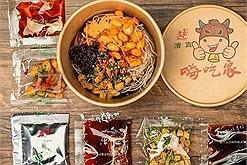 """Giải mã cơn sốt đồ ăn vặt nội địa Trung Quốc qua 8 món ăn đang """"hot hòn họt"""" trên TikTok hiện nay"""
