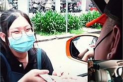 Youtuber gia thế khủng tip cả triệu cho nhân viên order, tài xế grab, giúp đỡ người lao động giữa mùa dịch Sài Gòn