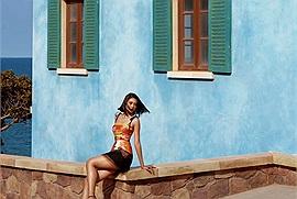 """Hoa hậu Tiểu Vy tự tin khoe làn da rám nắng, """"thả dáng"""" quyến rũ trong chuyến du lịch Phú Quốc"""