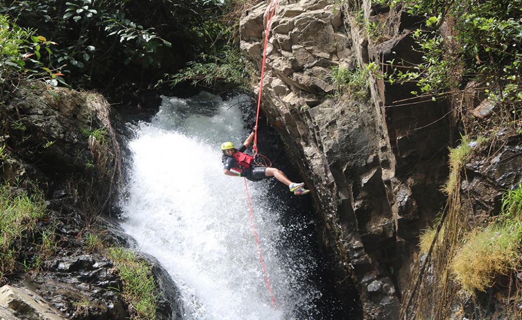 Chinh phục thác nước Datanla bằng thử thách leo dây
