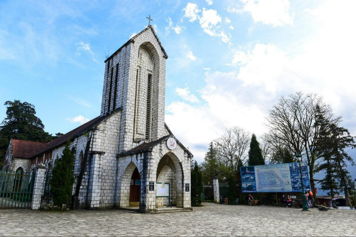 Khám phá nhà thờ đá lâu đời nhất tại Thị trấn Sapa
