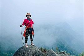 Cô gái trẻ nặng 39kg và hành trình 2 năm chinh phục 15 đỉnh núi cao nhất Việt Nam