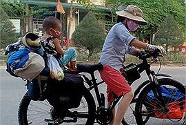 Hành trình một tháng, không có đích đến của gia đình đạp xe sống kiểu du mục