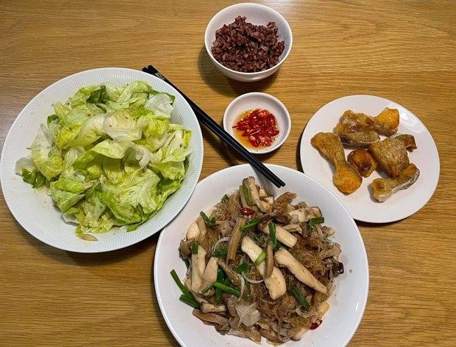 bữa cơm Quang Lê 1