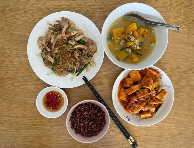 bữa cơm Quang Lê 2