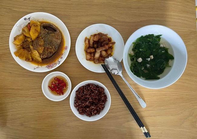 bữa cơm Quang Lê 3