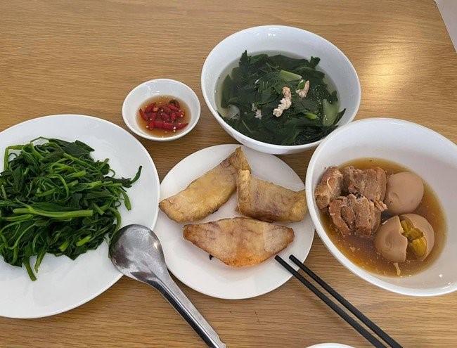 bữa cơm Quang Lê 4