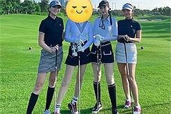 Sao Hương Giang chỉ đi chơi golf trong thời gian ở ẩn thôi mà dân mạng cũng hào hứng khẳng định còn yêu Matt Liu thế này