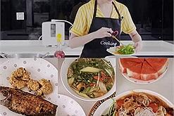 Ngày đầu giãn cách sao Việt đã hóa Maserchef: Hòa Minzy nghiện bánh đa full toping, Ngọc Trinh ăn gì cũng xong, có cá khô là được!
