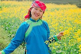 Cô gái xinh đẹp người Giáy làm mới du lịch quê nhà với ý tưởng siêu độc lạ hóa ra có hẳn kênh youtube vạn người mê