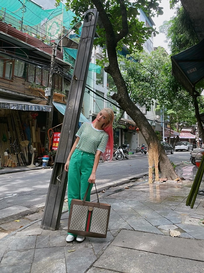 outfits mùa dịch của Quỳnh Anh Shyn khi ở Hà Nội