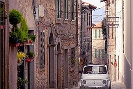 Lạ lùng mùa Covid-19: Những ngôi làng đẹp như tranh vẽ ở Italy trả tiền cho khách đến ở?