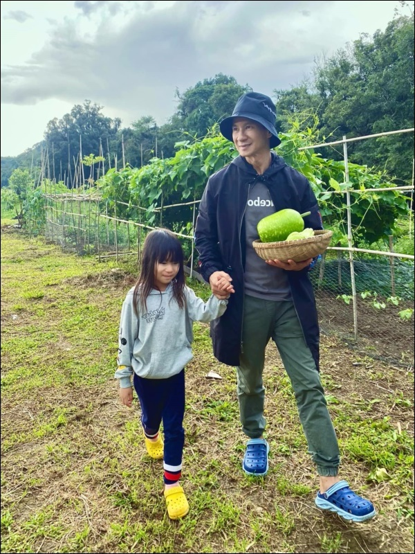 gia đình Lý Hải tránh dịch ở nông trại đẹp như resort giữa thiên nhiên