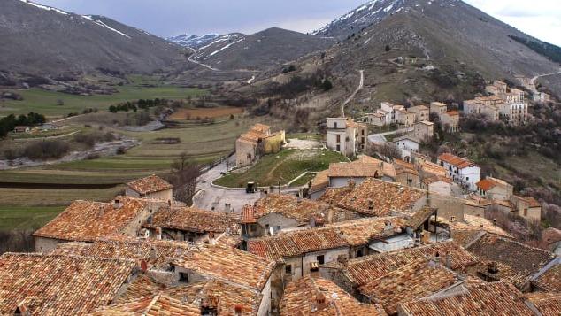 ngôi làng đẹp như tranh vẽ ở Italy trả tiền cho khách đến ở
