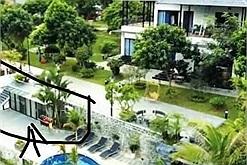 """Khách tới L. Villa Sóc Sơn phát khóc vì phải ở """"dãy nhà trọ"""" thay vì biệt thự trên quảng cáo, lên review lại bị quản lý kêu """"rẻ rách"""""""