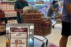 Không có chuyện người đàn ông mua hết sạch trứng của siêu thị về nhà vì quy định mỗi người chỉ mua tối đa 2 hộp