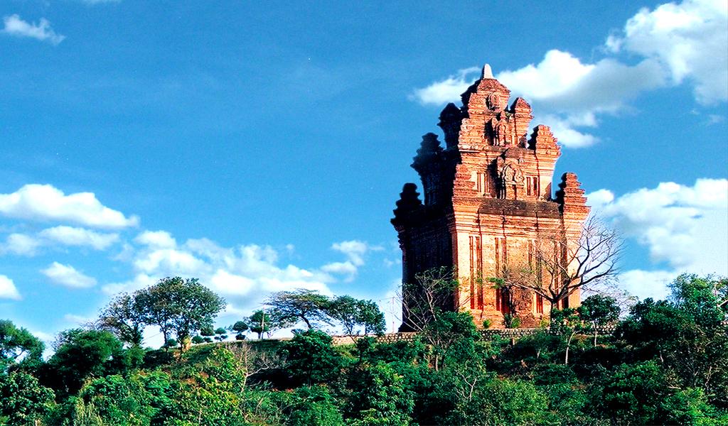Đến Phú Yên rồi thì chắc chắn bạn không thể bỏ qua địa điểm tham quan Tháp Nhạn