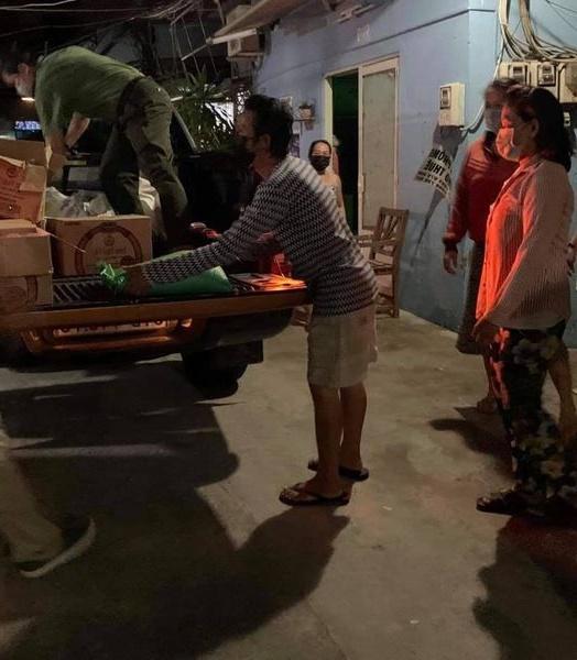 Thủy Tiên làm từ thiện ở Sài Gòn