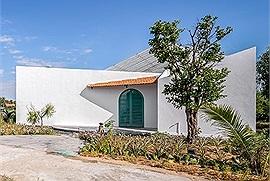 Ngôi nhà kiến trúc độc 550 triệu có cả sân vườn, hồ bơi cô gái tặng bố mẹ