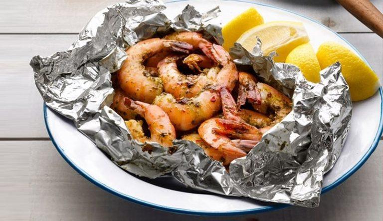 Đồ ăn đêm được gói trong giấy bạc chuyên nghiệp, đẹp mắt