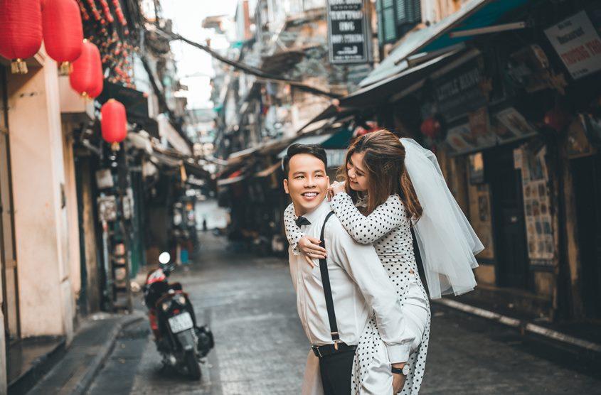 Phố Tạ Hiện là địa điểm đẹp cho nhiều cặp chụp ảnh cưới