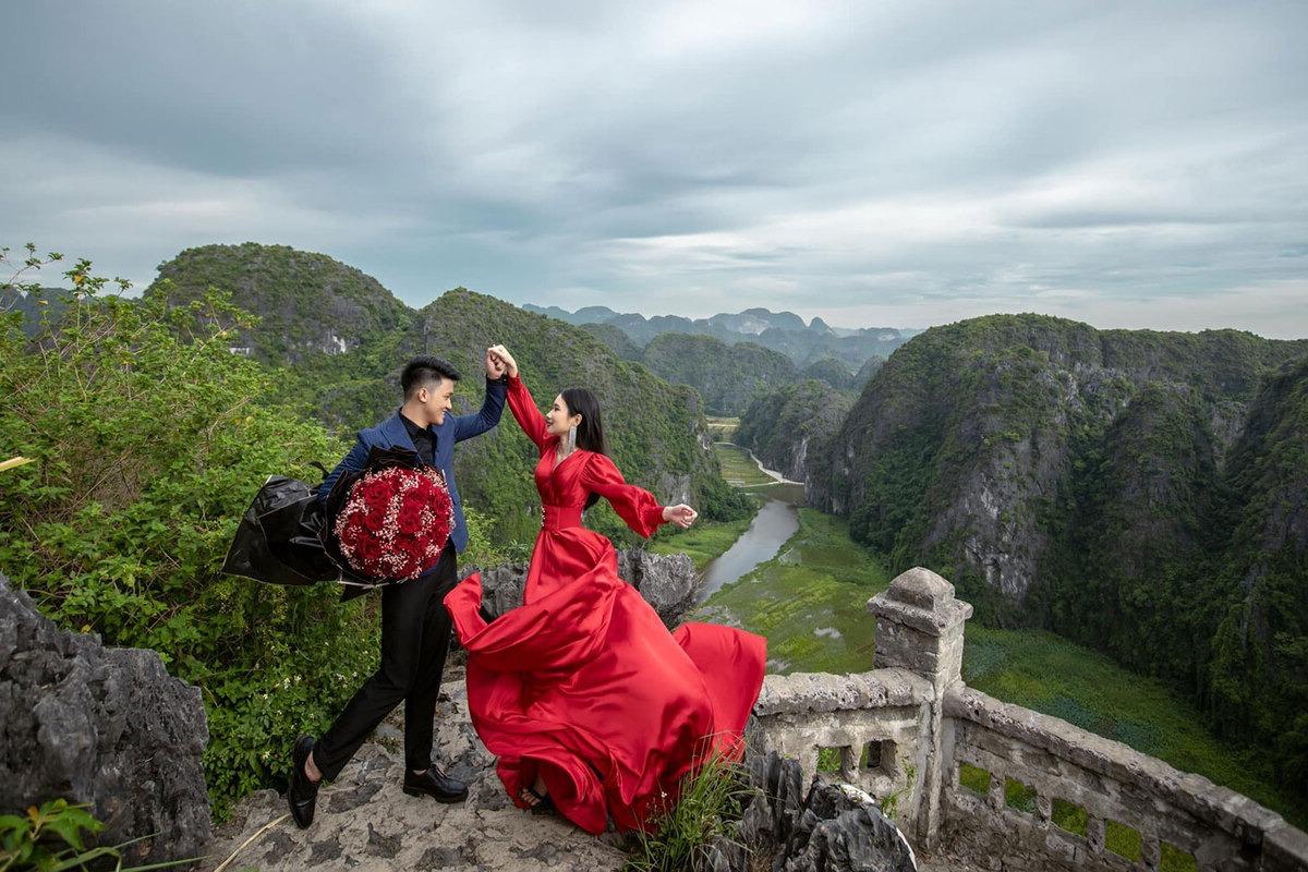 cặp đôi chị em và hành trình xuyên Việt chụp ảnh cưới