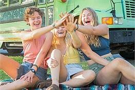 Ba cô gái phát hiện yêu chung một kẻ lăng nhăng, quyết định cùng nhau đi du lịch bằng xe bus và trở thành bạn thân từ đó