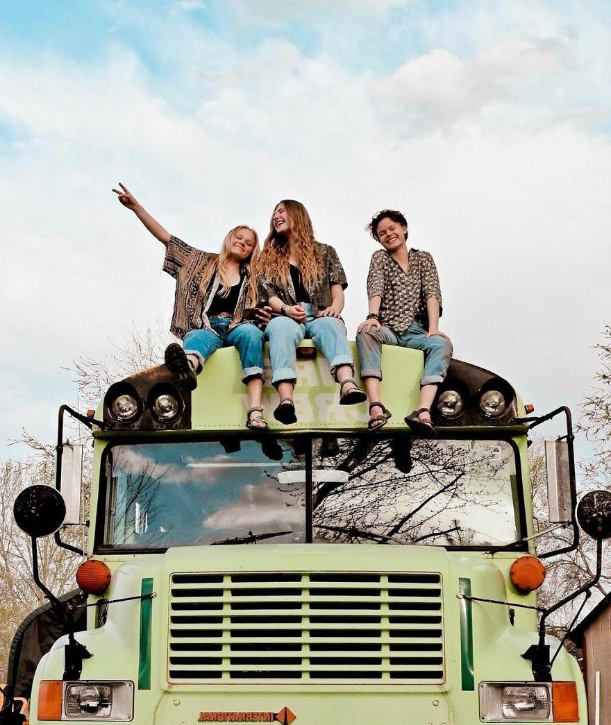 3 cô gái yêu chung một chàng trai rủ nhau đi du lịch bằng xe bus
