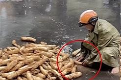 """Ông ngoại cẩn thận rửa sạch từng củ cải dưới cơn mưa lớn gửi cho Sài Gòn nhưng vẫn có kẻ mỉa mai """"rửa ngoài đường dơ bẩn"""""""