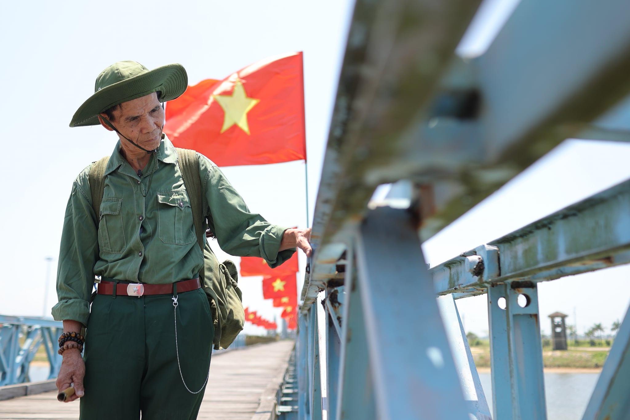 chàng trai 21 tuyển xuyên Việt cùng bạn của ông nội