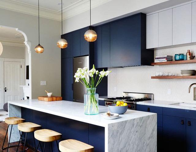 phòng bếp xanh trắng hiện đại