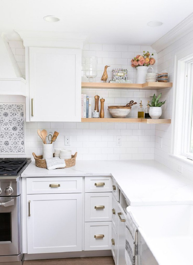 phòng bếp tông trắng