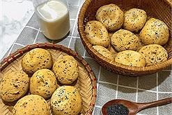 Bạn biết bánh mì mè đen Hàn Quốc siêu hot hit của Aeon Mall không? Món bánh ngon này đã công thức làm tại nhà cực đơn giản rồi đó!