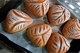 Cuối tuần ở nhà làm bánh mì cuộn len siêu cute vừa ăn vừa ngắm